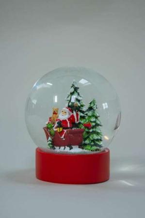 Stor rystekugle med julemand i kane