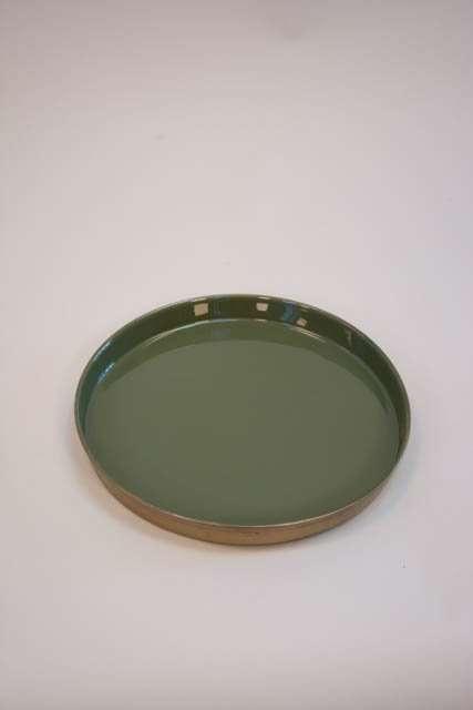 Grøn emaljeret bakke med messingfarvet kant
