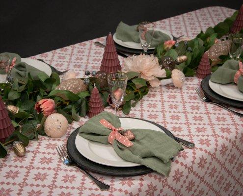 Inspiration til julebord i rosa og grønne nuancer