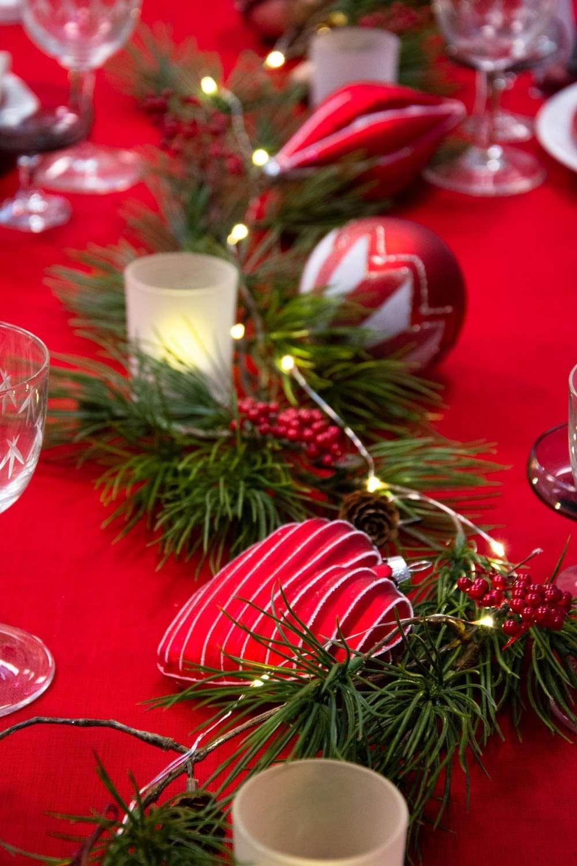 Julebordpynt 2020 - julekugler, gran og lyskæde