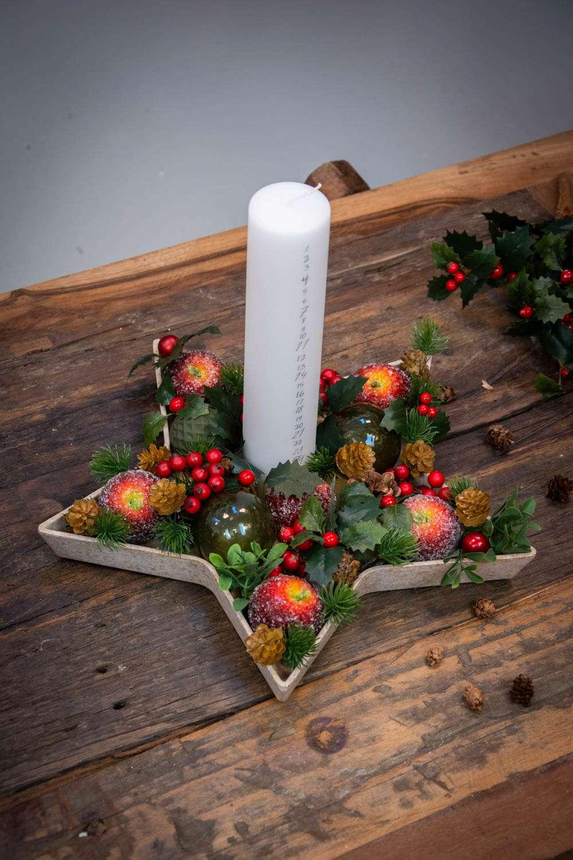 Juledekoration 2020 med kalenderlys og æbler