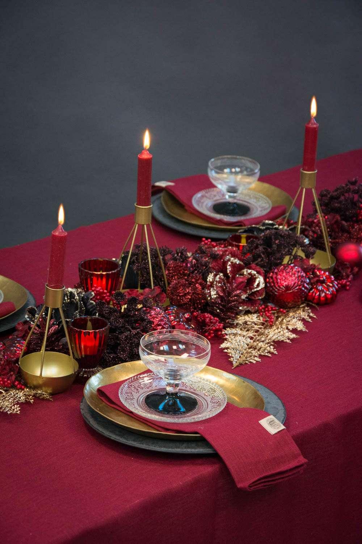 Julebordpynt med på bordeaux hørdug