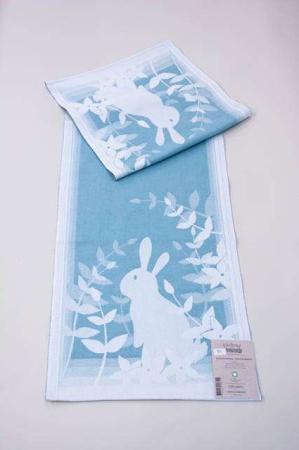Blå påske bordløber fra Ekelund med motiv af påskehare