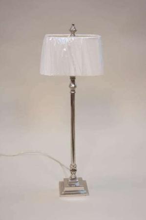 Bordlampe fra Lene Bjerre med hvid lampeskærm