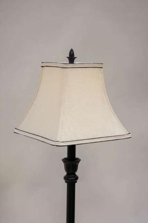 Creme farvet lampeskærm med sort kant - firkant