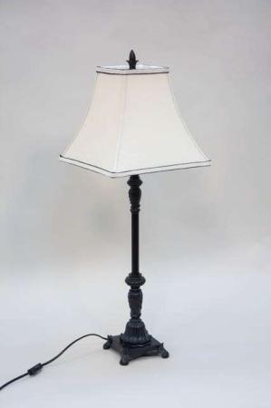 Vintage bordlampe med sort lampefod og cremefarvet lampeskærm
