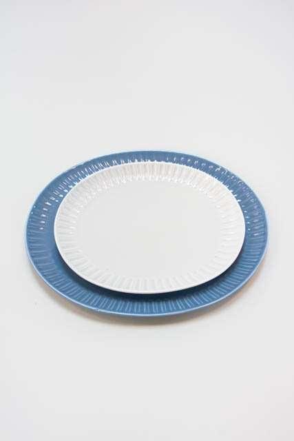 Grace tallerkener med riflet kant - blå og sandfarvet
