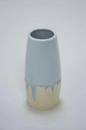 Lille vase i keramik - Blå med løbende glasur