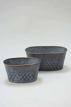Oval potteskjuler af zink med kobberkant