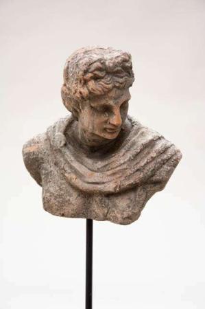 Buste af mand til haven - Havefigur på pind - Flora Patricia havefigur