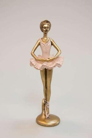 Dansende ballerina med armene nede